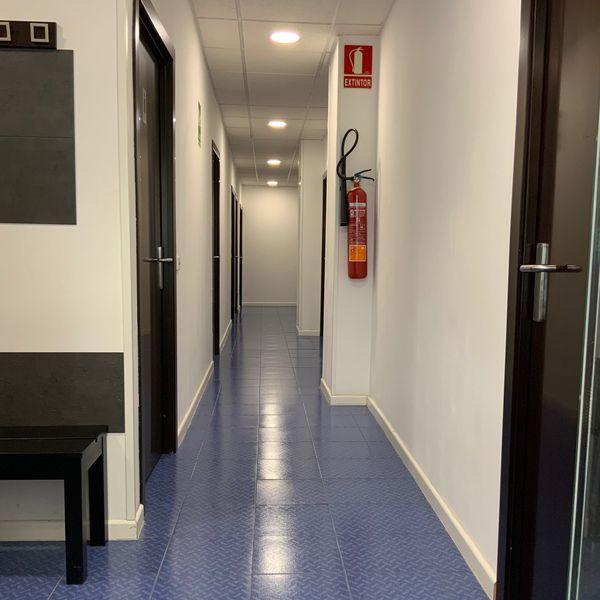Pasillo distribuidor clinica actualfisio valdemoro fisioterapia osteopatia pilates podologia diatermia plantillas