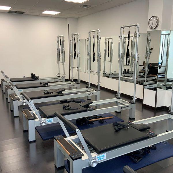 Sala de Pilates Máquina clinica actualfisio valdemoro fisioterapia osteopatia pilates podologia diatermia plantillas