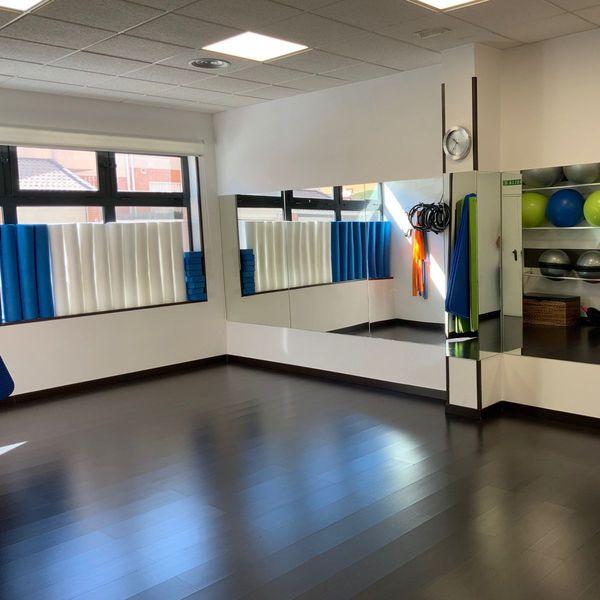 Sala de Pilates suelo clinica actualfisio valdemoro fisioterapia osteopatia pilates podologia diatermia plantillas